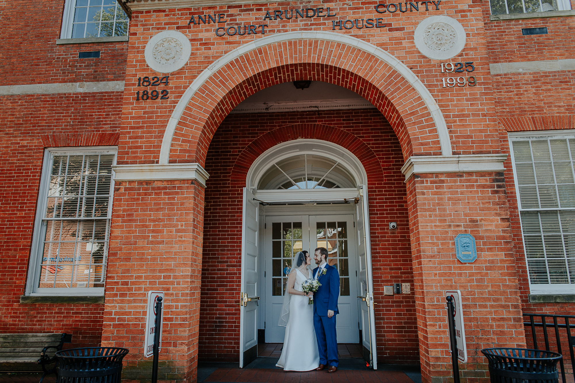 063-annapolis_courthouse_wedding.jpg