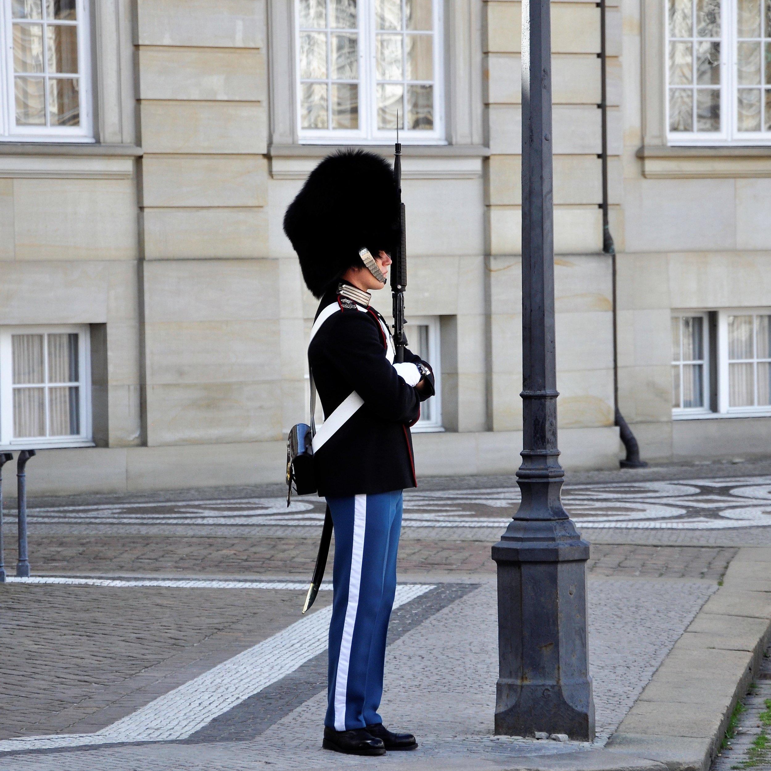 queen_s guard.JPG