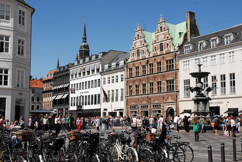 800px-Streets_of_Copenhagen,_Denmark,_Northern_Europe.jpg