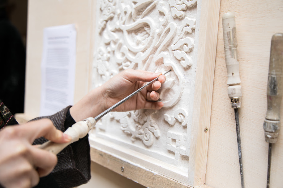 Pattern design on Moroccan plasterwork with traditional Chinese elements. Shuang (Kelly) He in collaboration with Master Abderrazak Bahij, Si Mohammed and Prof Khalid Lazrak. Winter session 2018. Courtesy Kendra Xu.