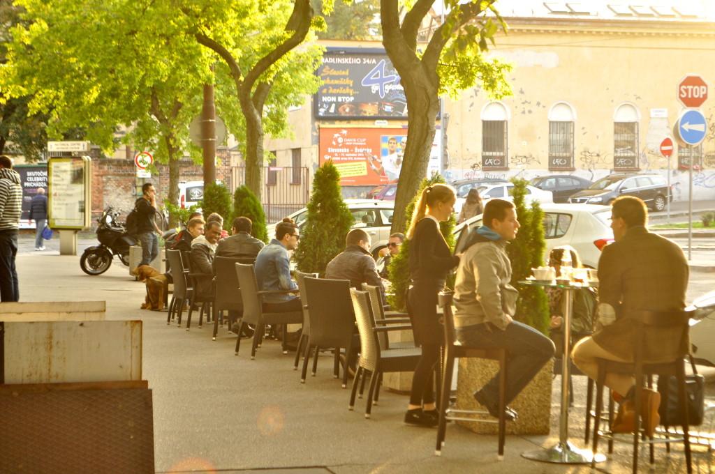 Café Trieste Vonku