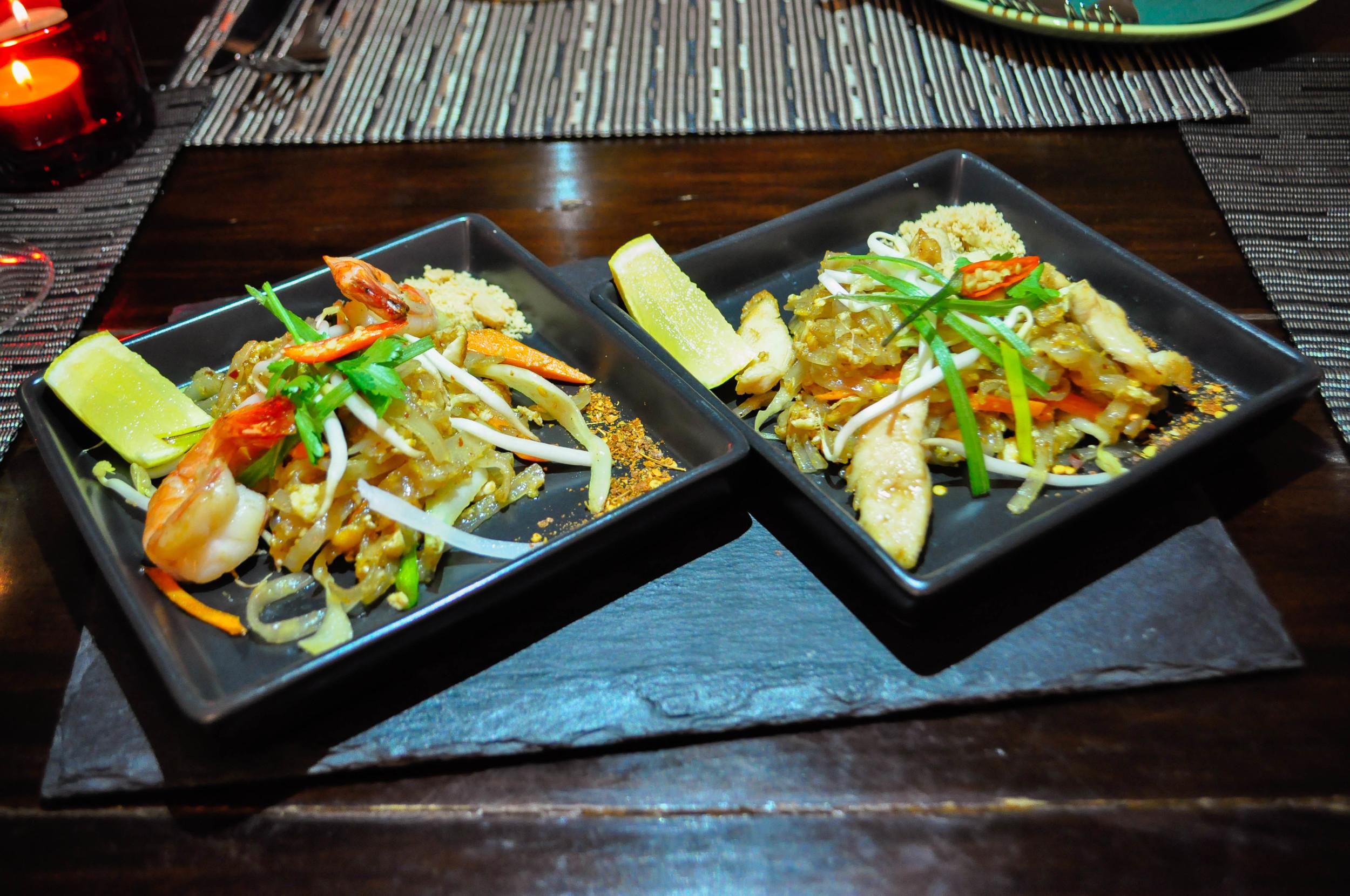 Kurací a krevetový Pad Thai.