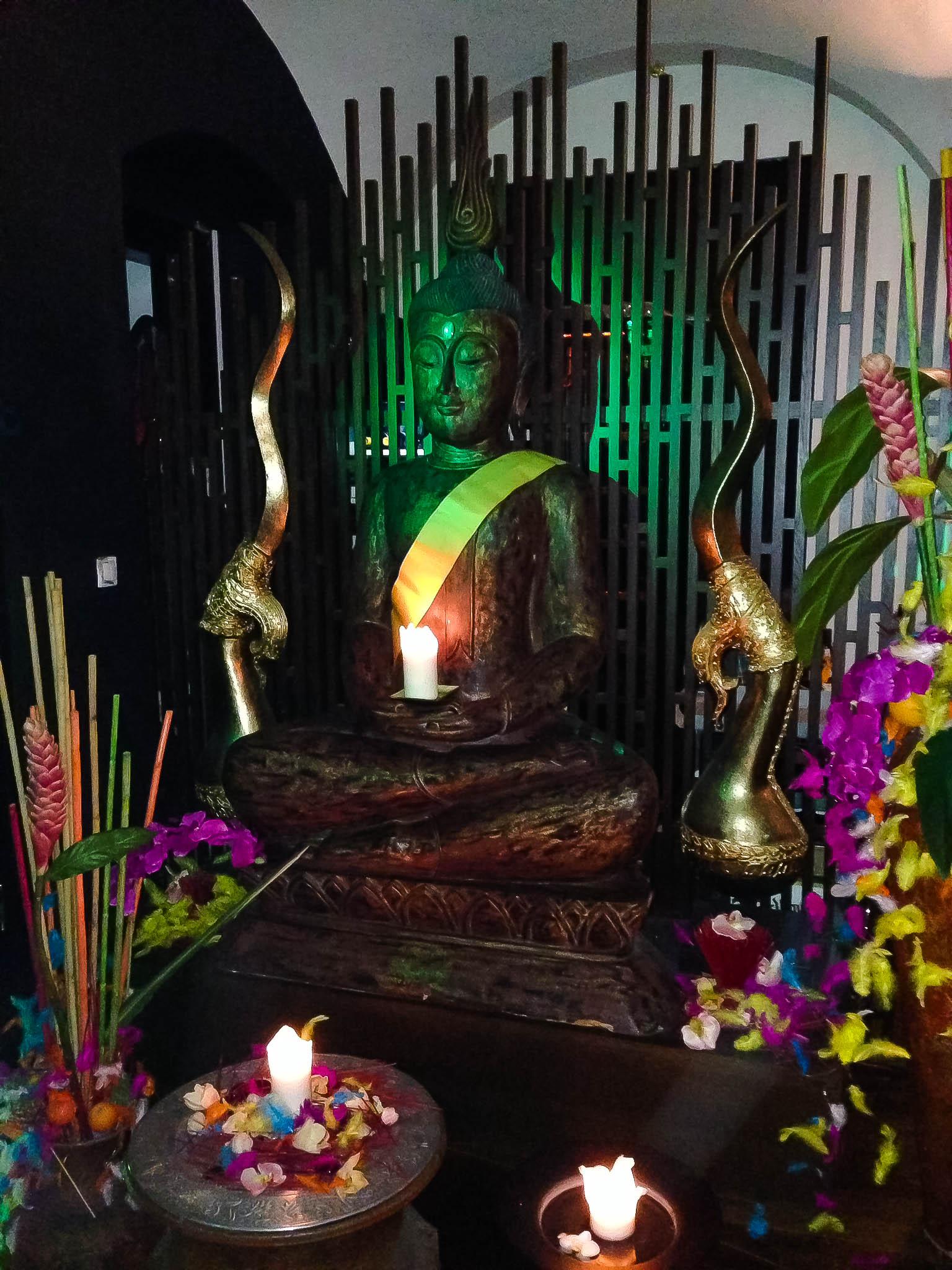 Takto Buddha stráži vašu cestu...na záchod.