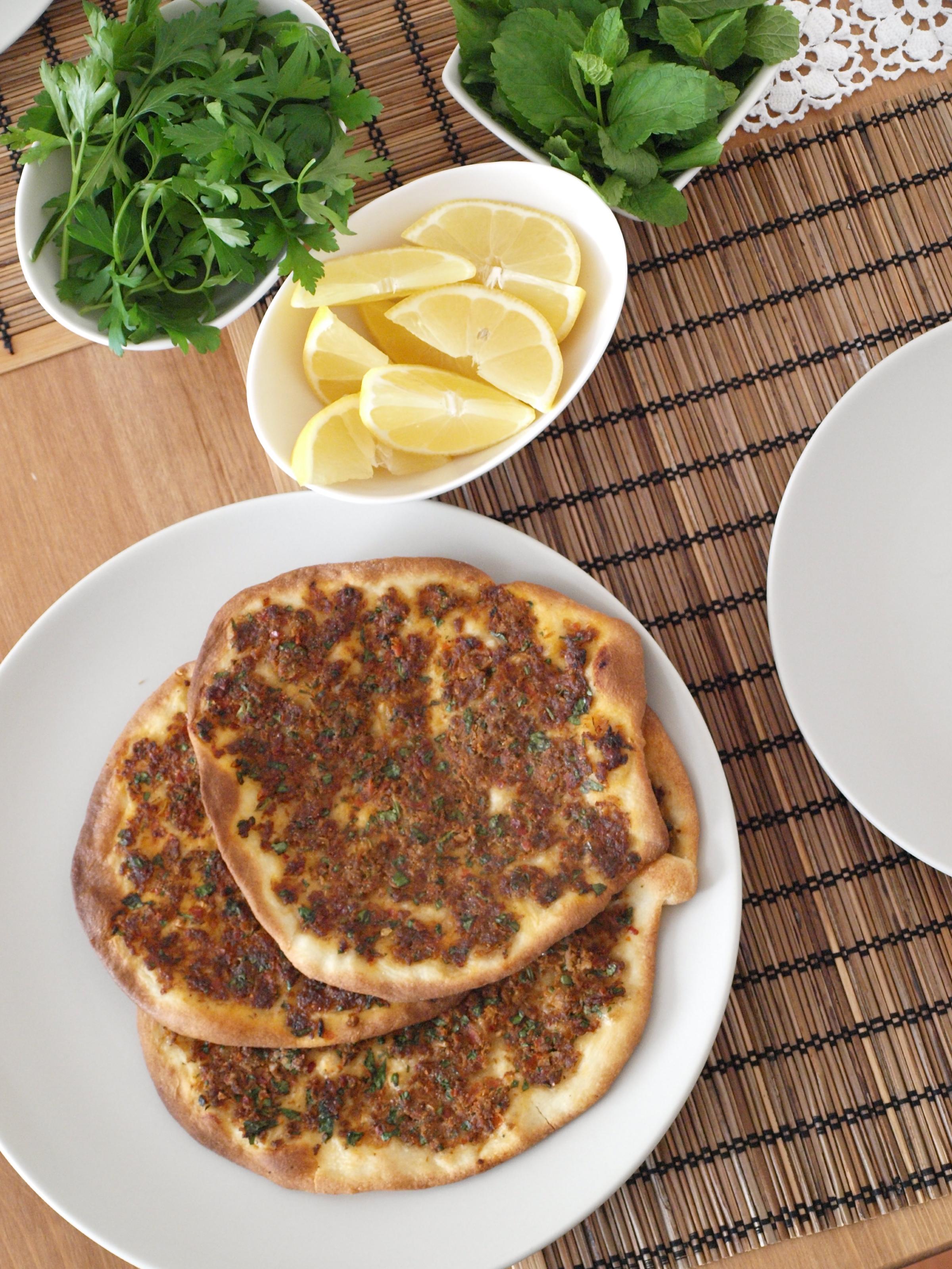 Lahmacun - turecká mäsová pizza