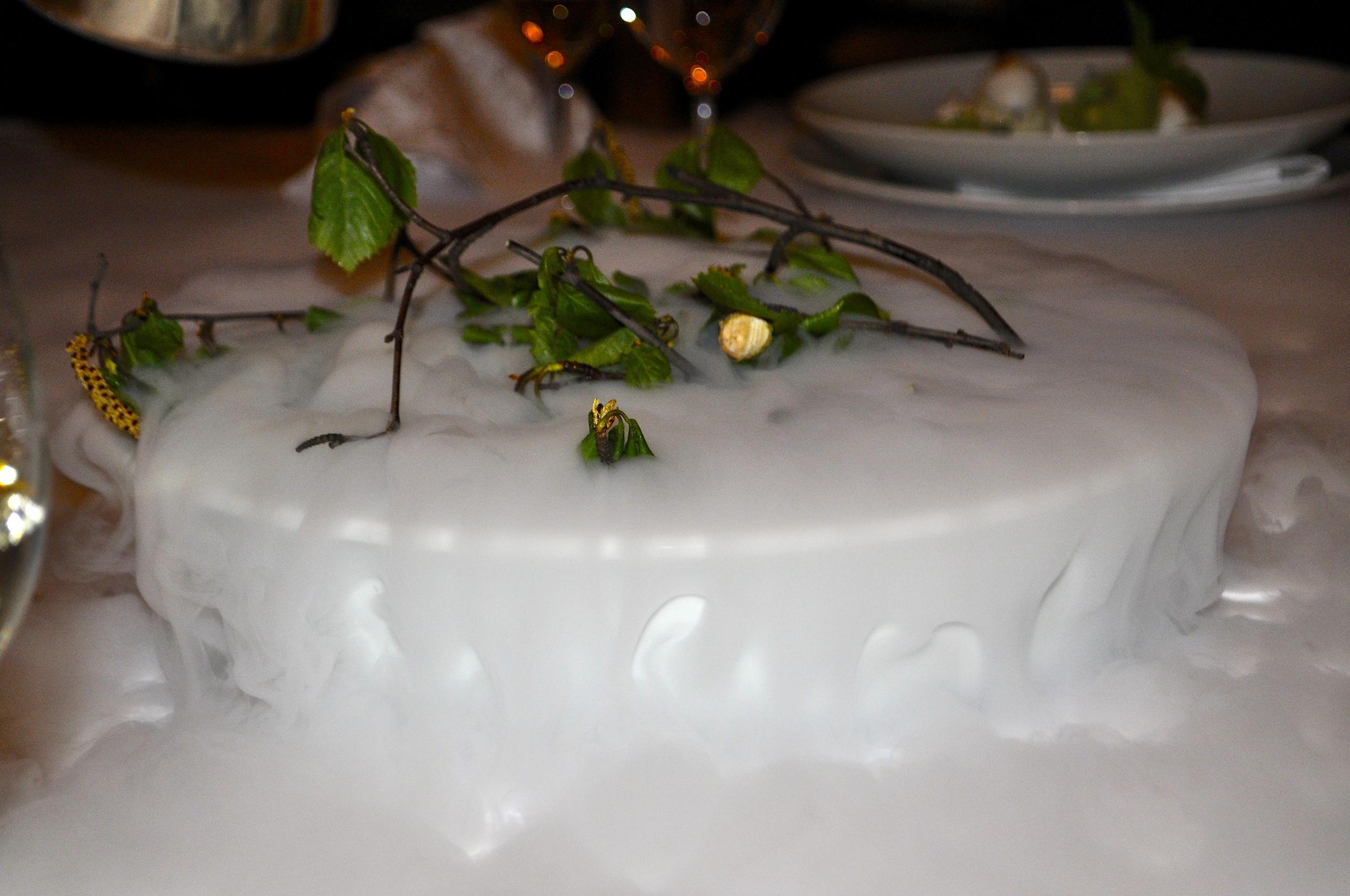 Toto sa nejedlo, ale bolo to v strede stola aby voňalo - konáriky a lístky brezy.
