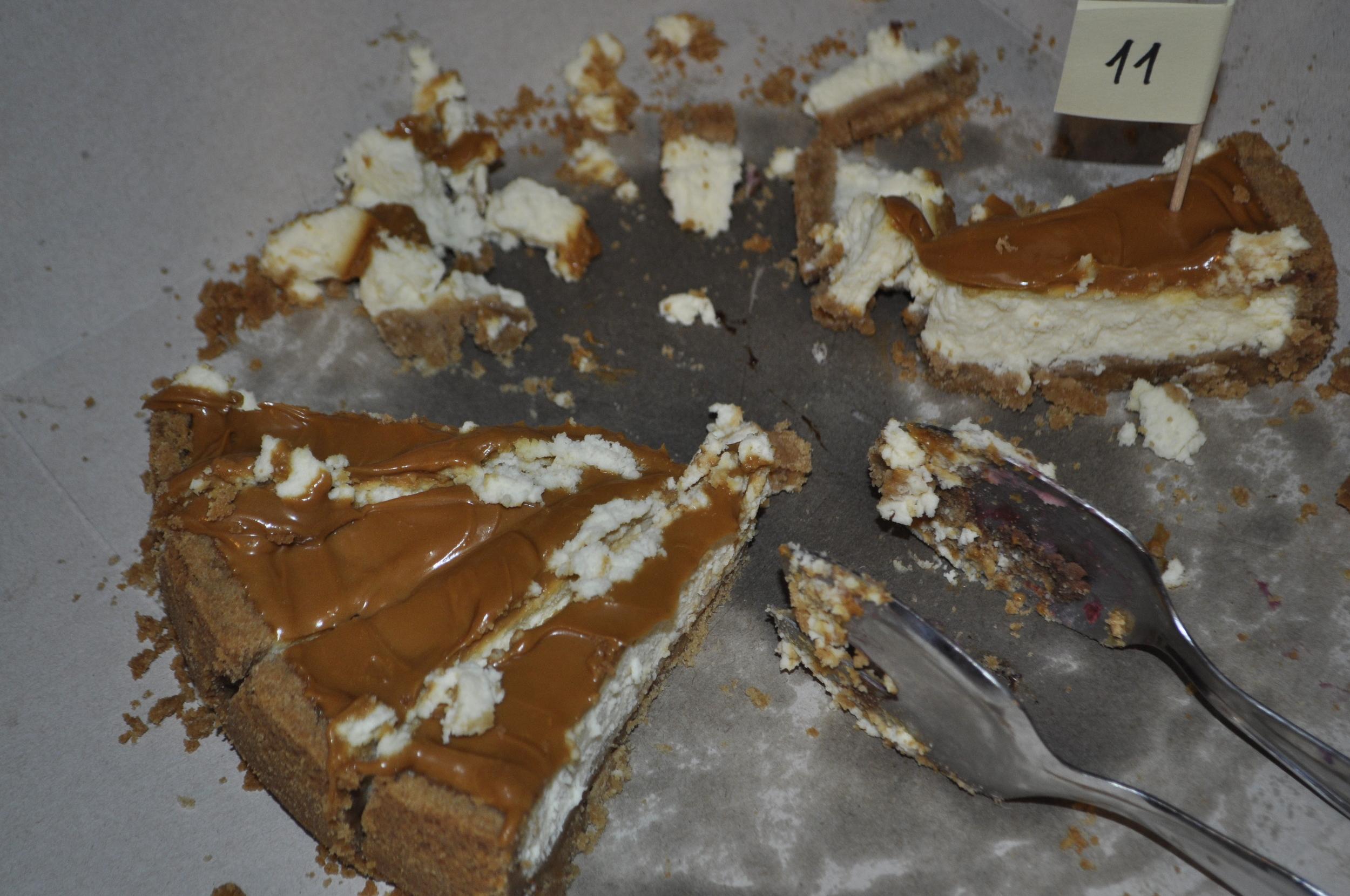Stačilo pár minút a koláče doslova zmizli zo stola.
