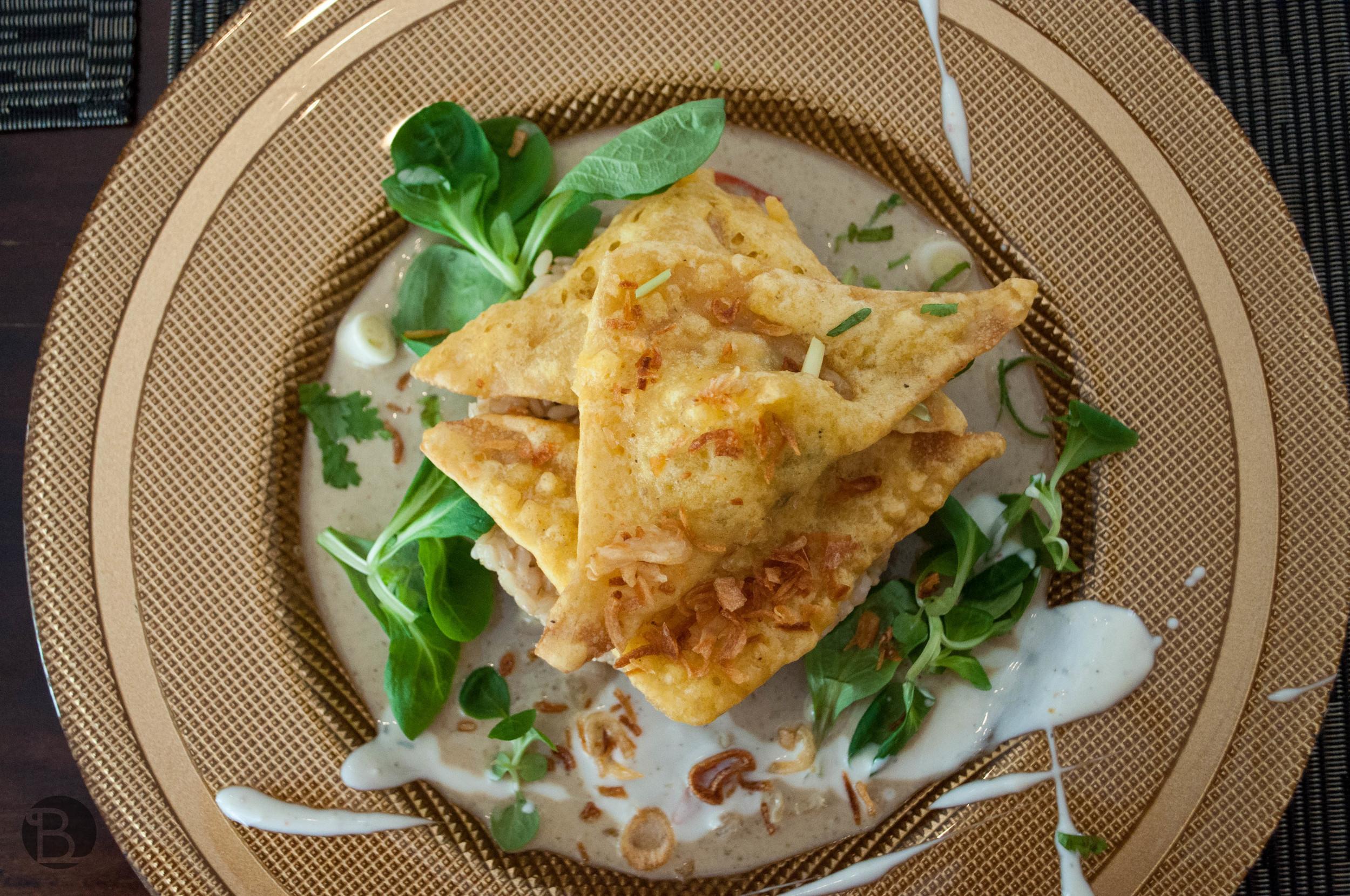 Won - ton taštičky plnené tofu a ryžou, na omáčke zo zeleného karí