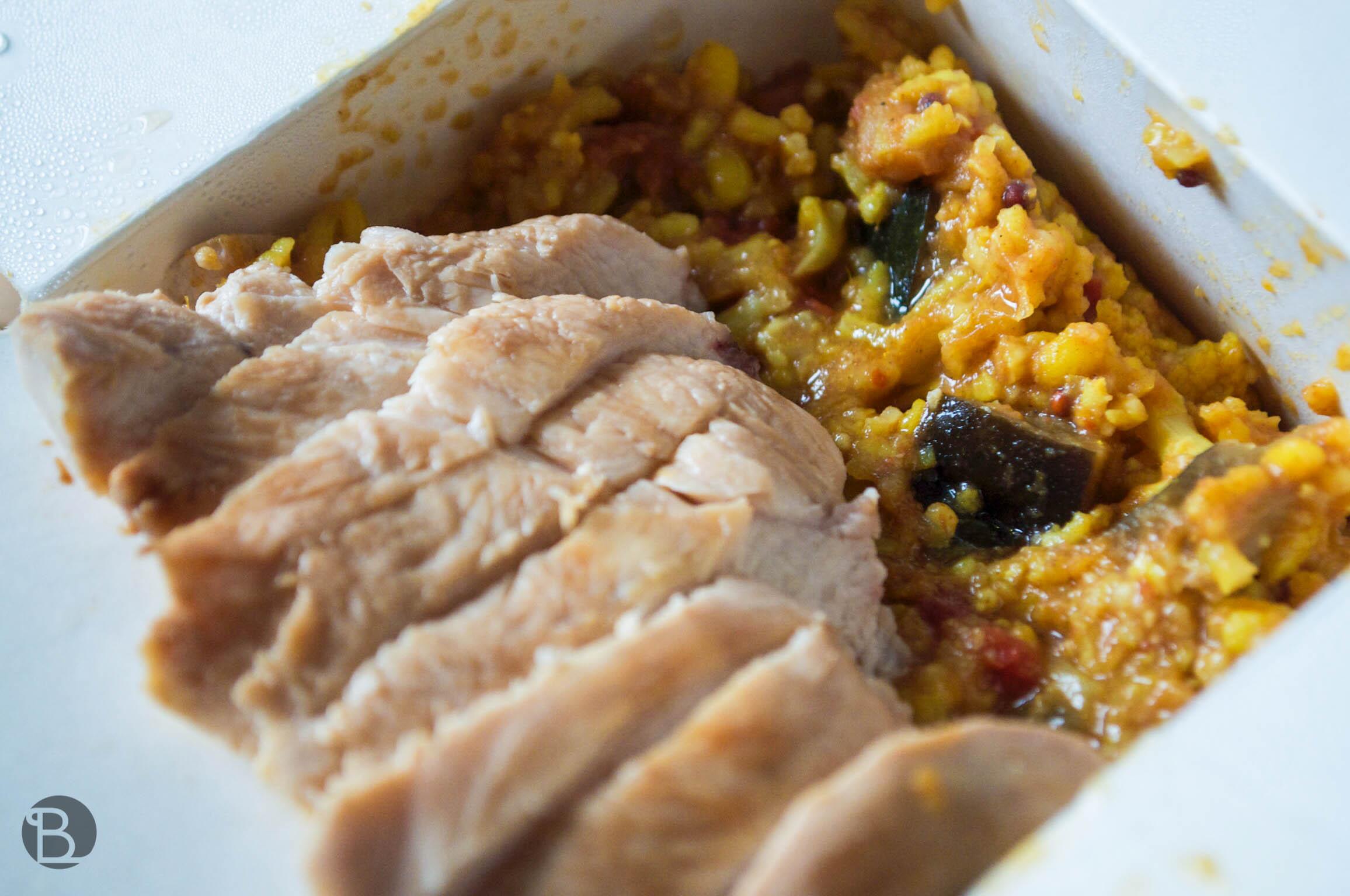Kuracie Racio menu (s kari ryžou a zeleninou) z MoshiMoshi