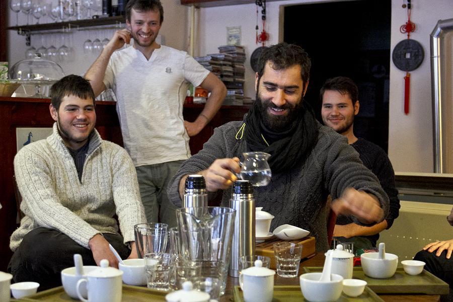 Druhý dôkaz, že pri čaji sa nemusí človek nudiť.