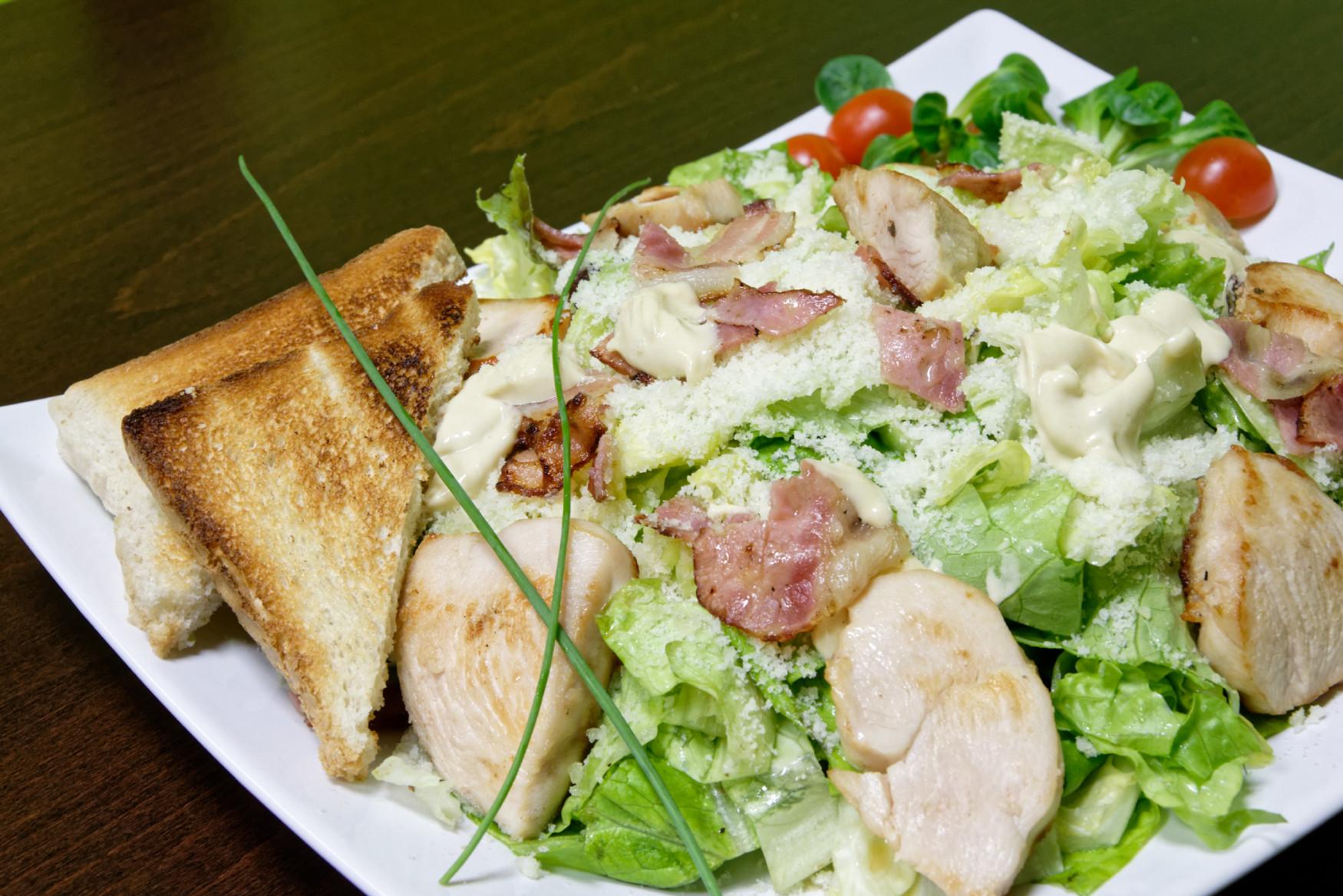 Mäso, parmezán, slanina a trošku šalátu :D