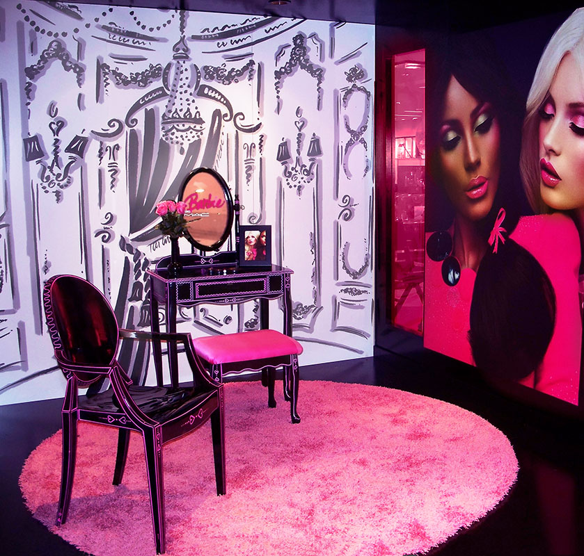 MAC cosmetics: decorative painting and booth installation.