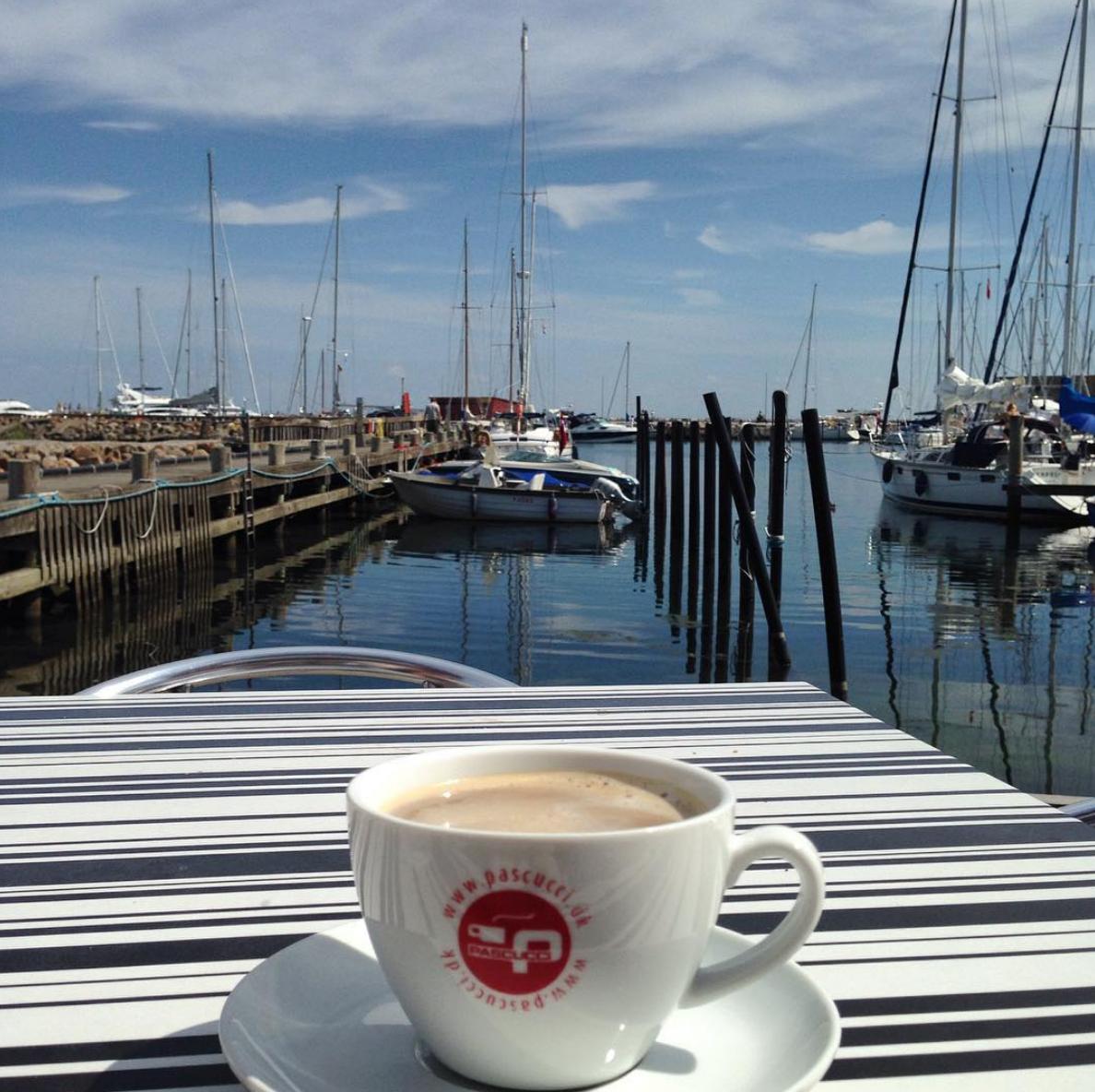 kaffe på havnen.png