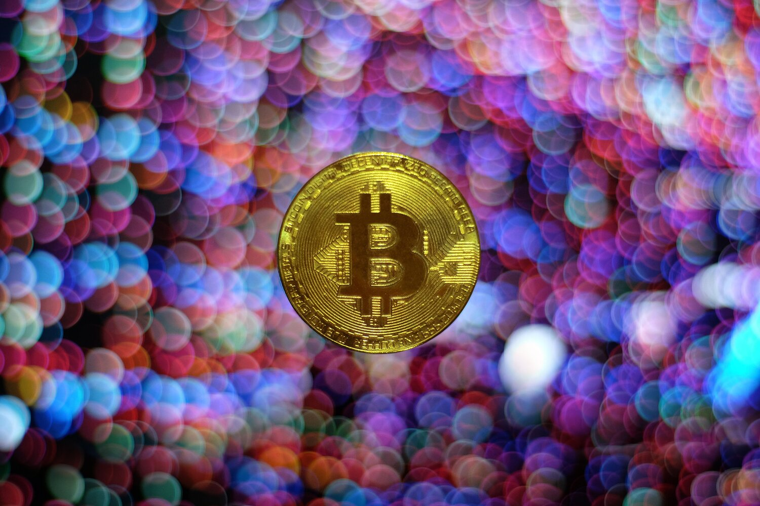 Playing at Bitcoin Casinos: What Are the Reasons for Such High Popularity?