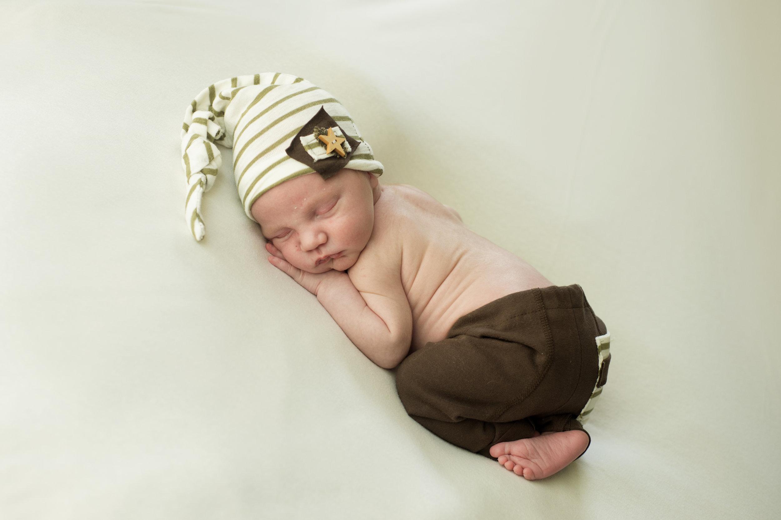 South Hills Pittsburgh's Best Newborn photographer (1).jpg