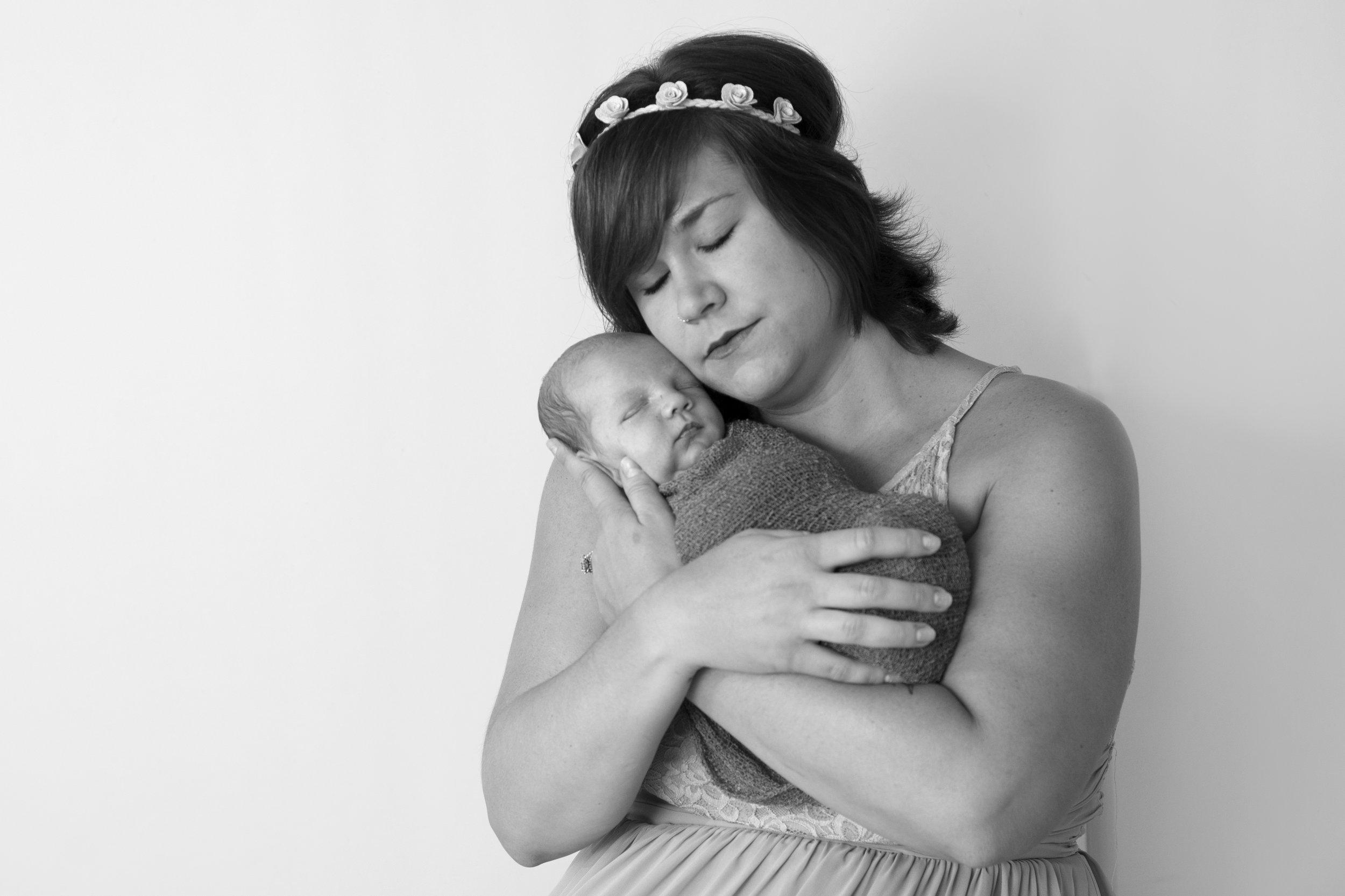 South Hills Pittsburgh's Best Newborn photographer (5).jpg