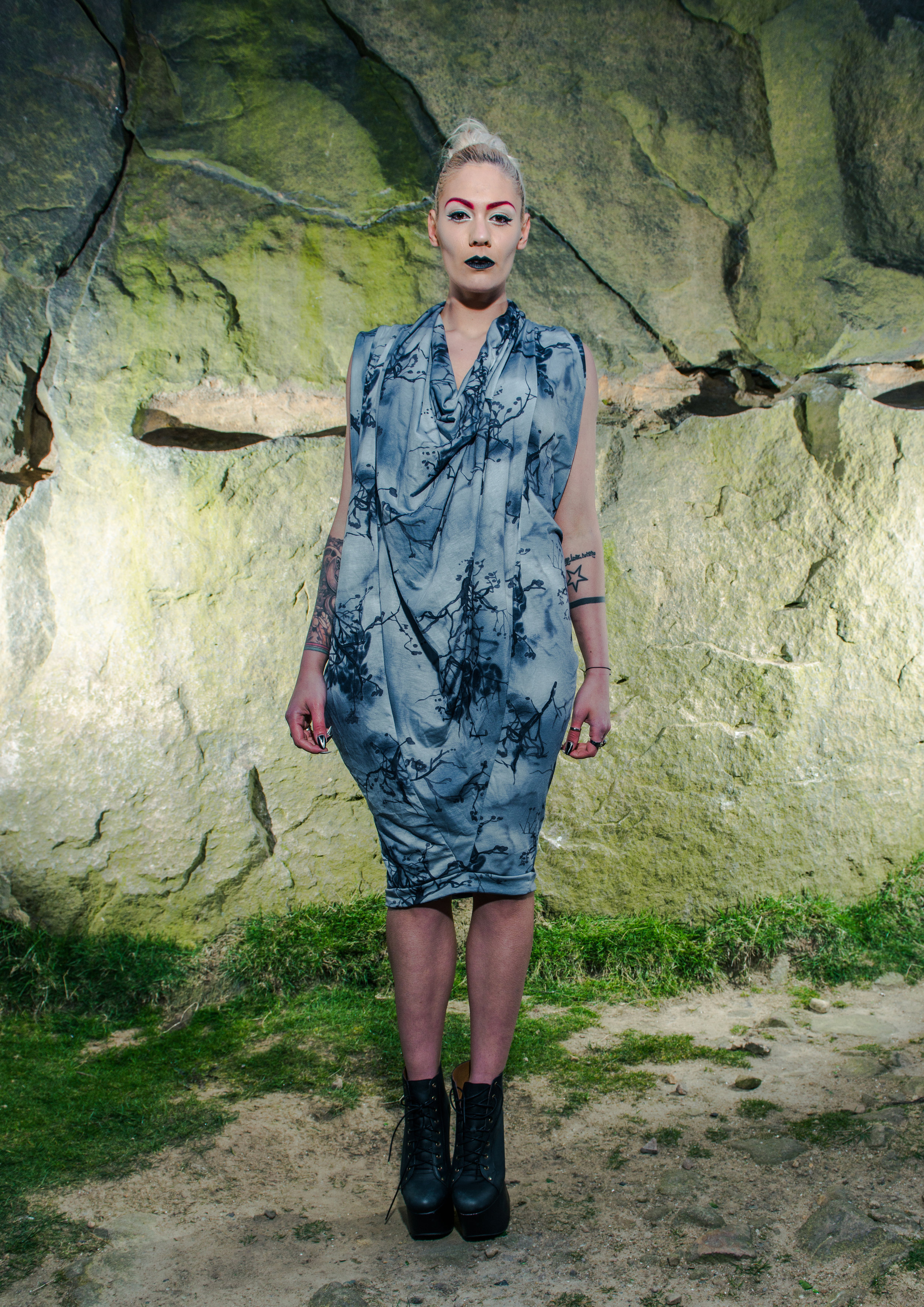 zaramia-ava-zaramiaava-leeds-fashion-designer-ethical-sustainable-tailored-minimalist-aya-grey-print-fitted-versatile-drape-cowl-styling-womenswear-models-photoshoot-location-15