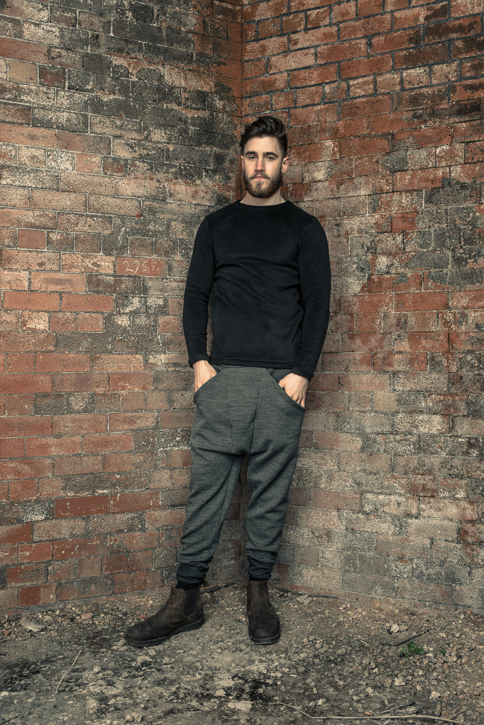 zaramia-ava-zaramiaava-leeds-fashion-designer-ethical-sustainable-tailored-minimalist-fitted-versatile-drape-kobe-grey-tshirt-top-hareem-trousers-black-grey-texture-styling-menswear-model-28