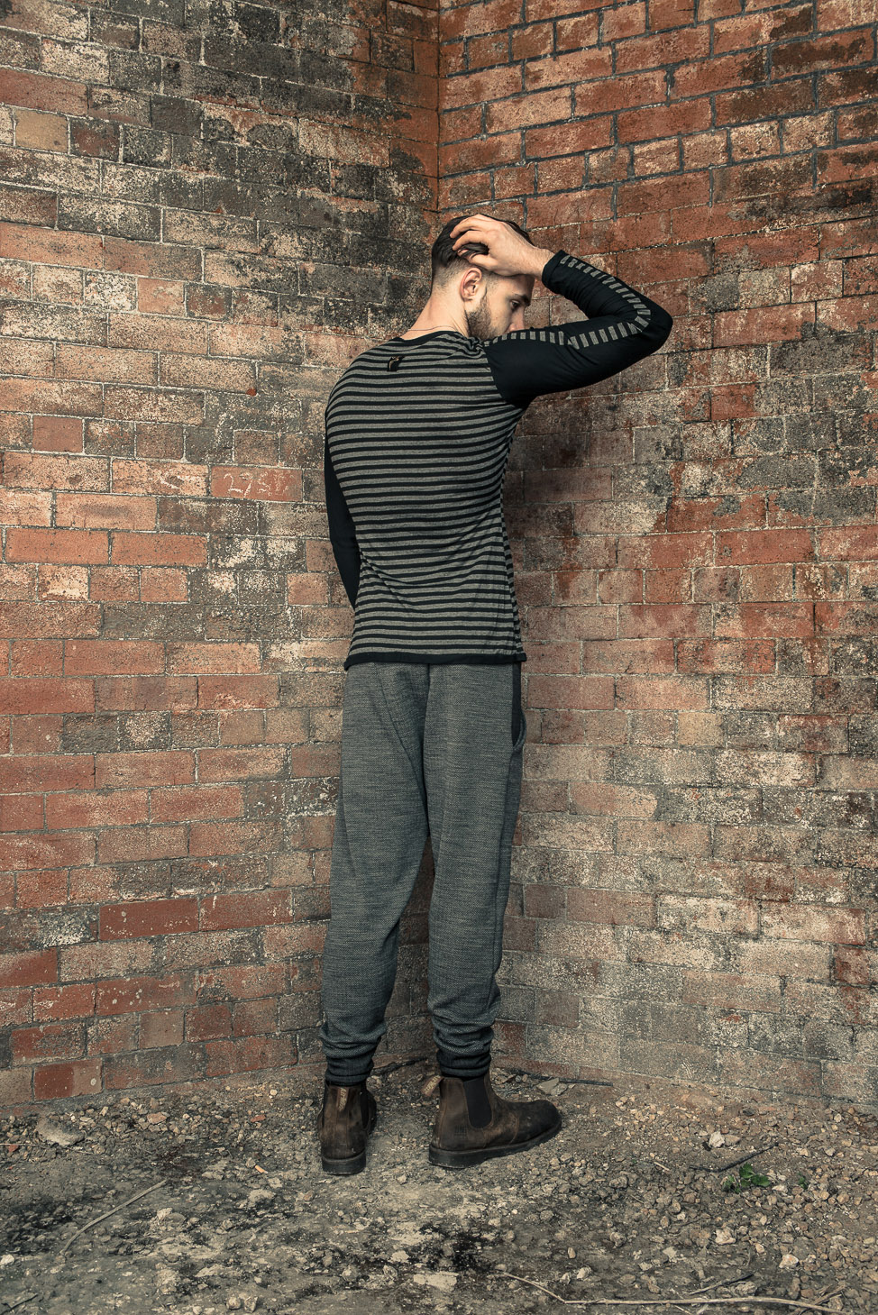 zaramia-ava-zaramiaava-leeds-fashion-designer-ethical-sustainable-tailored-minimalist-fitted-versatile-drape-kobe-grey-tshirt-top-hareem-trousers-black-grey-texture-styling-menswear-model-29