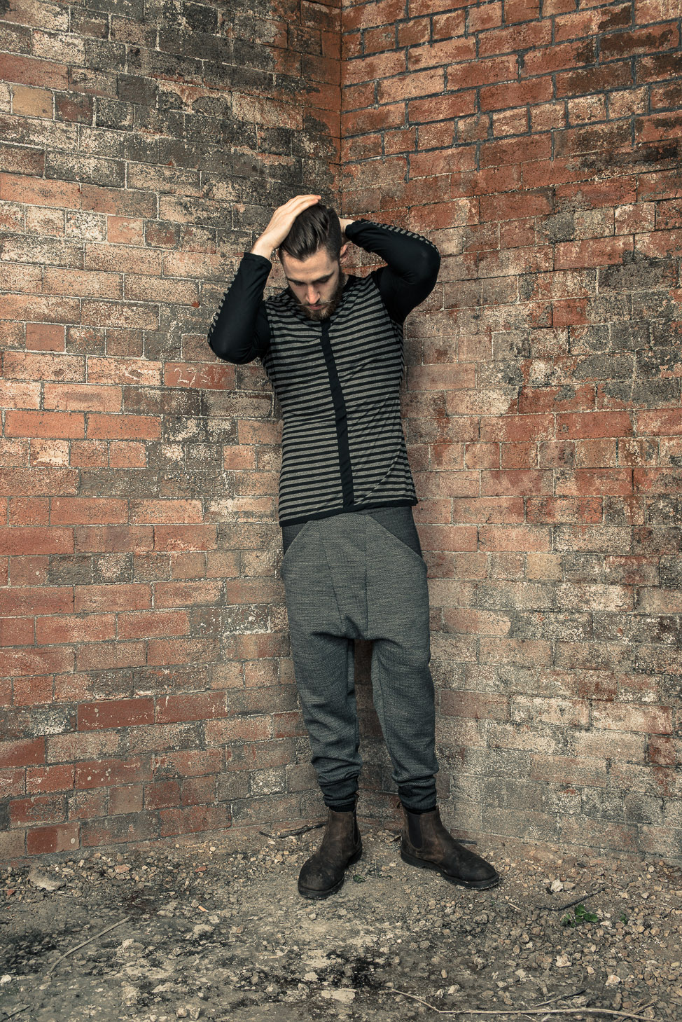 zaramia-ava-zaramiaava-leeds-fashion-designer-ethical-sustainable-tailored-minimalist-fitted-versatile-drape-kobe-grey-tshirt-top-hareem-trousers-black-grey-texture-styling-menswear-model-30