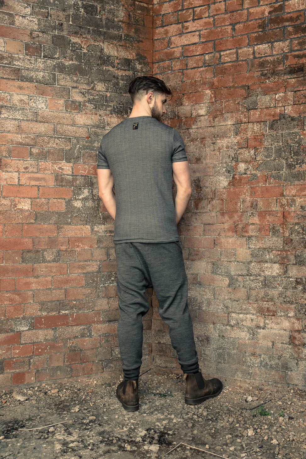 zaramia-ava-zaramiaava-leeds-fashion-designer-ethical-sustainable-tailored-minimalist-fitted-versatile-drape-koji-grey-tshirt-top-hareem-trousers-black-grey-texture-styling-menswear-model-19