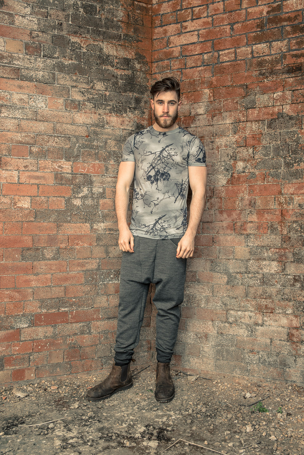 zaramia-ava-zaramiaava-leeds-fashion-designer-ethical-sustainable-tailored-minimalist-fitted-versatile-drape-koji-grey-tshirt-top-hareem-trousers-black-grey-texture-styling-menswear-model-21