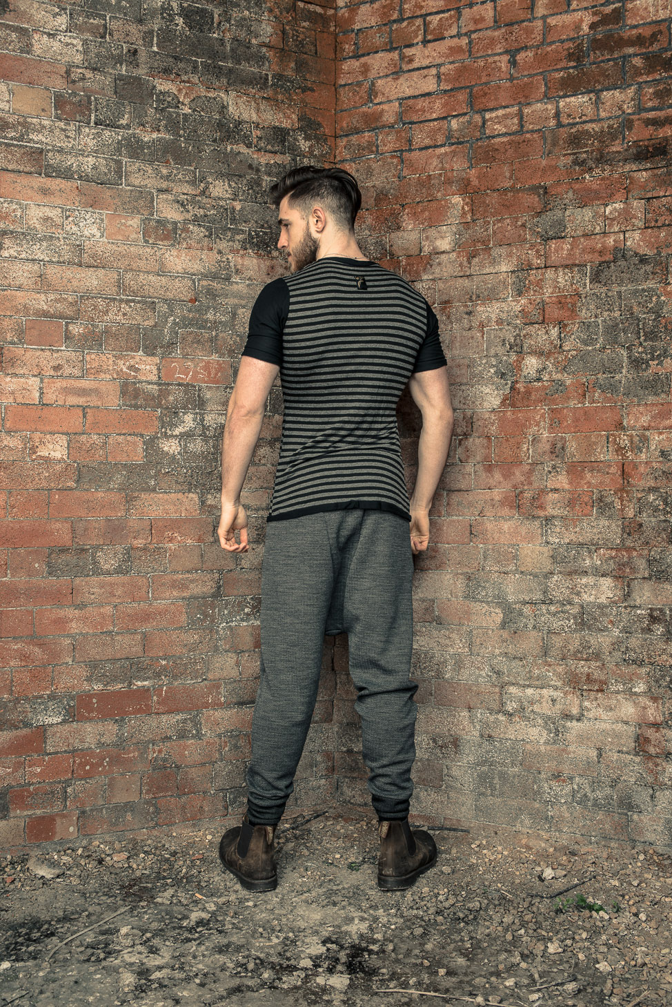 zaramia-ava-zaramiaava-leeds-fashion-designer-ethical-sustainable-tailored-minimalist-fitted-versatile-drape-koji-grey-tshirt-top-hareem-trousers-black-grey-texture-styling-menswear-model-26