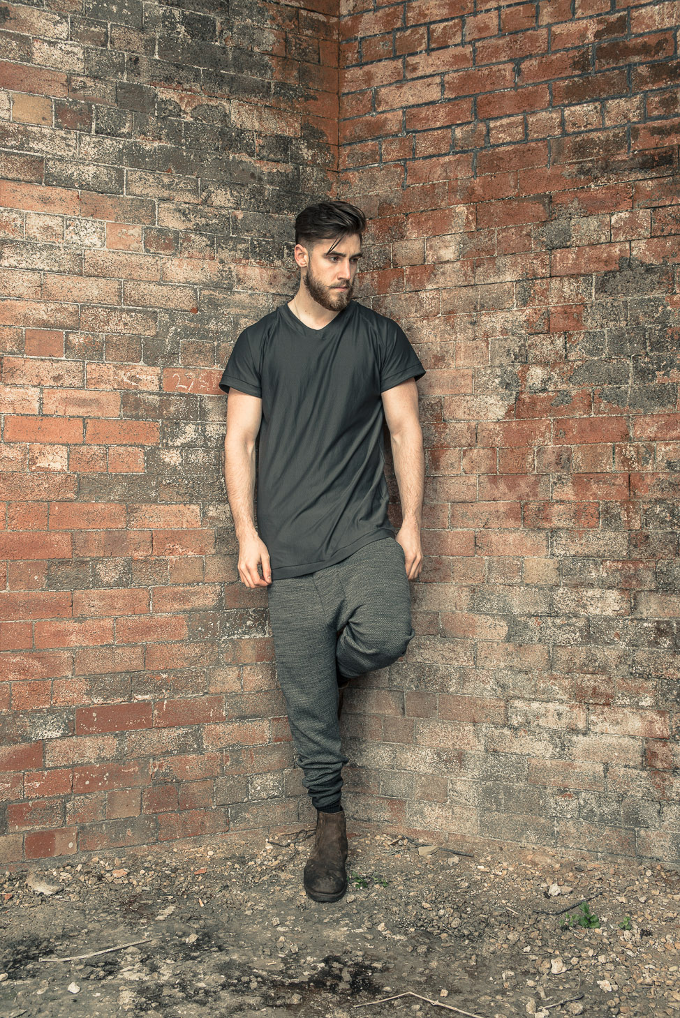 zaramia-ava-zaramiaava-leeds-fashion-designer-ethical-sustainable-tailored-minimalist-mesh-oversized-taichi-raglan-versatile-drape-grey-tshirt-top-hareem-trousers-black-grey-texture-styling-1