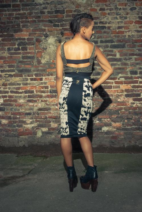zaramia-ava-zaramiaava-leeds-fashion-designer-ethical-sustainable-tailored-minimalist-versatile-drape-bodysuit-bandeau-skirt-midi-panels-print-belt-styling-womenswear-model-photoshoot--57