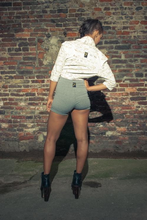 zaramia-ava-zaramiaava-leeds-fashion-designer-ethical-sustainable-tailored-minimalist-versatile-drape-bodysuit-bandeau-skirt-shorts-midi-crop-jacket-panels-print-belt-styling-womenswear-model-63