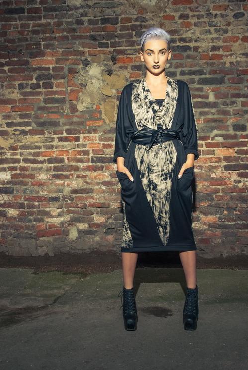 zaramia-ava-zaramiaava-leeds-fashion-designer-ethical-sustainable-tailored-minimalist-versatile-drape-wrap-dress-cowl-bodysuit-aya-midi-panels-print-belt-styling-womenswear-model-photoshoot-76