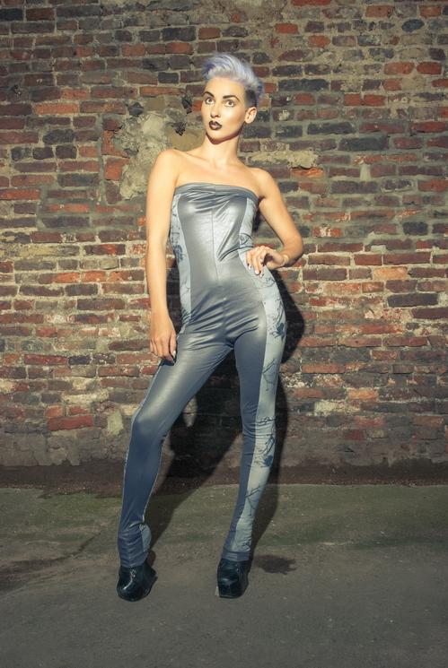 zaramia-ava-zaramiaava-leeds-fashion-designer-ethical-sustainable-tailored-minimalist-versatile-drape-bodysuit-print-jumpsuit-panels-black-gold-belt-styling-womenswear-model-photoshoot--43