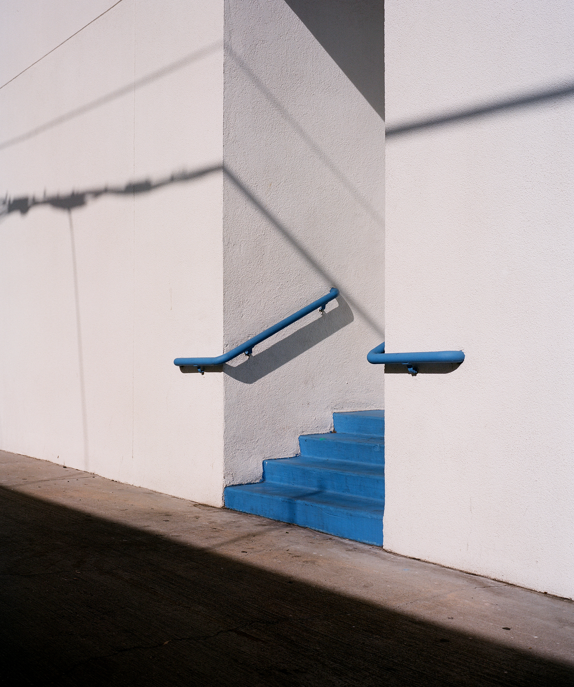 Santa_Monica_Blue_Entrance.jpg