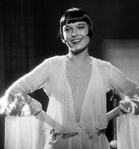Louise Brooks, as always, a model for elegance and good taste.