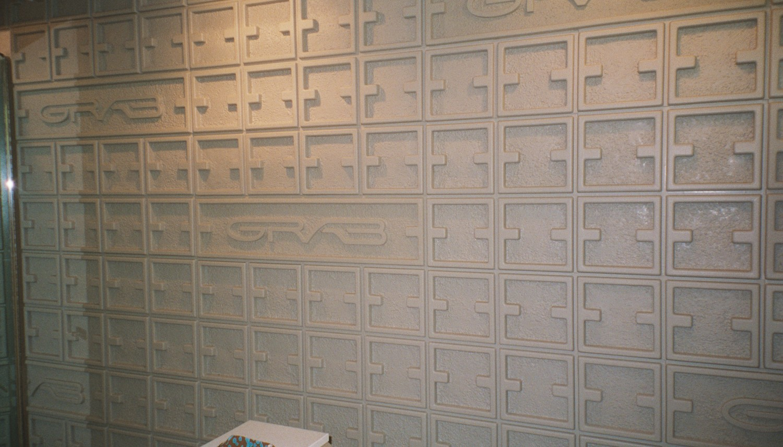 Grab - textured wall