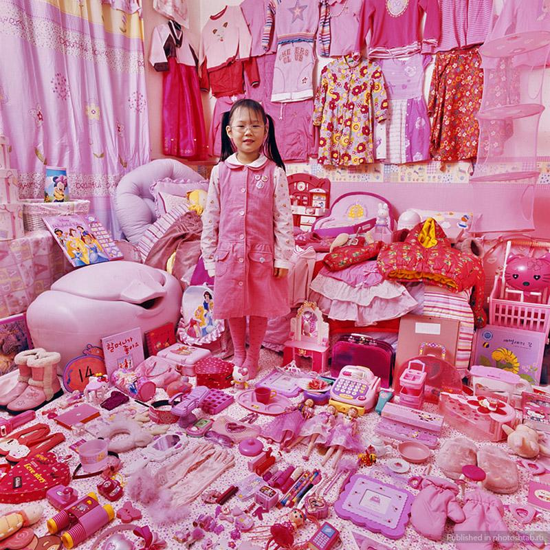 jeongmee-yoon-girls-vs-boys-pink-vs-blue-girl.jpg