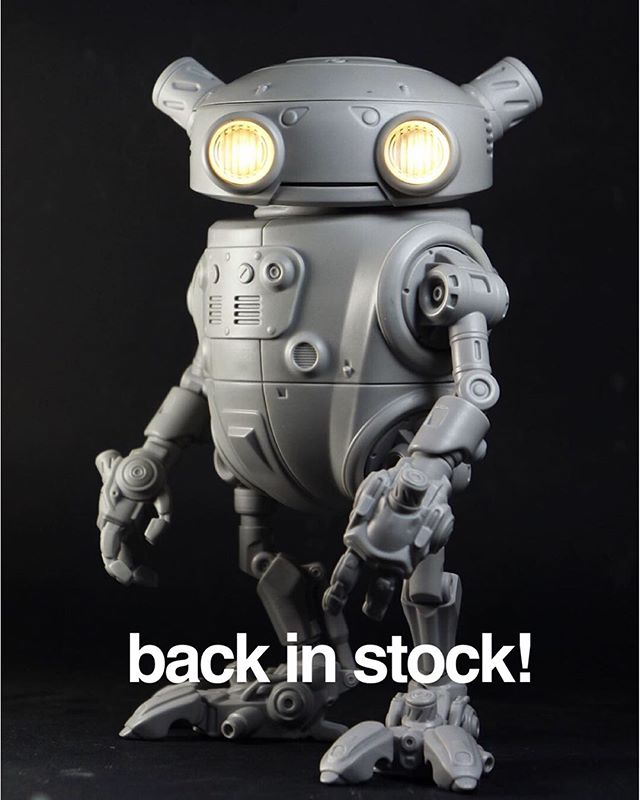 I have another run of Eddies up on my store! 30 units only. Link in Bio . . . . #resinkit #garagekit #robots #droids #modelkit #modelpainting #scifiart #modelmaking #sculpture #scalemodel