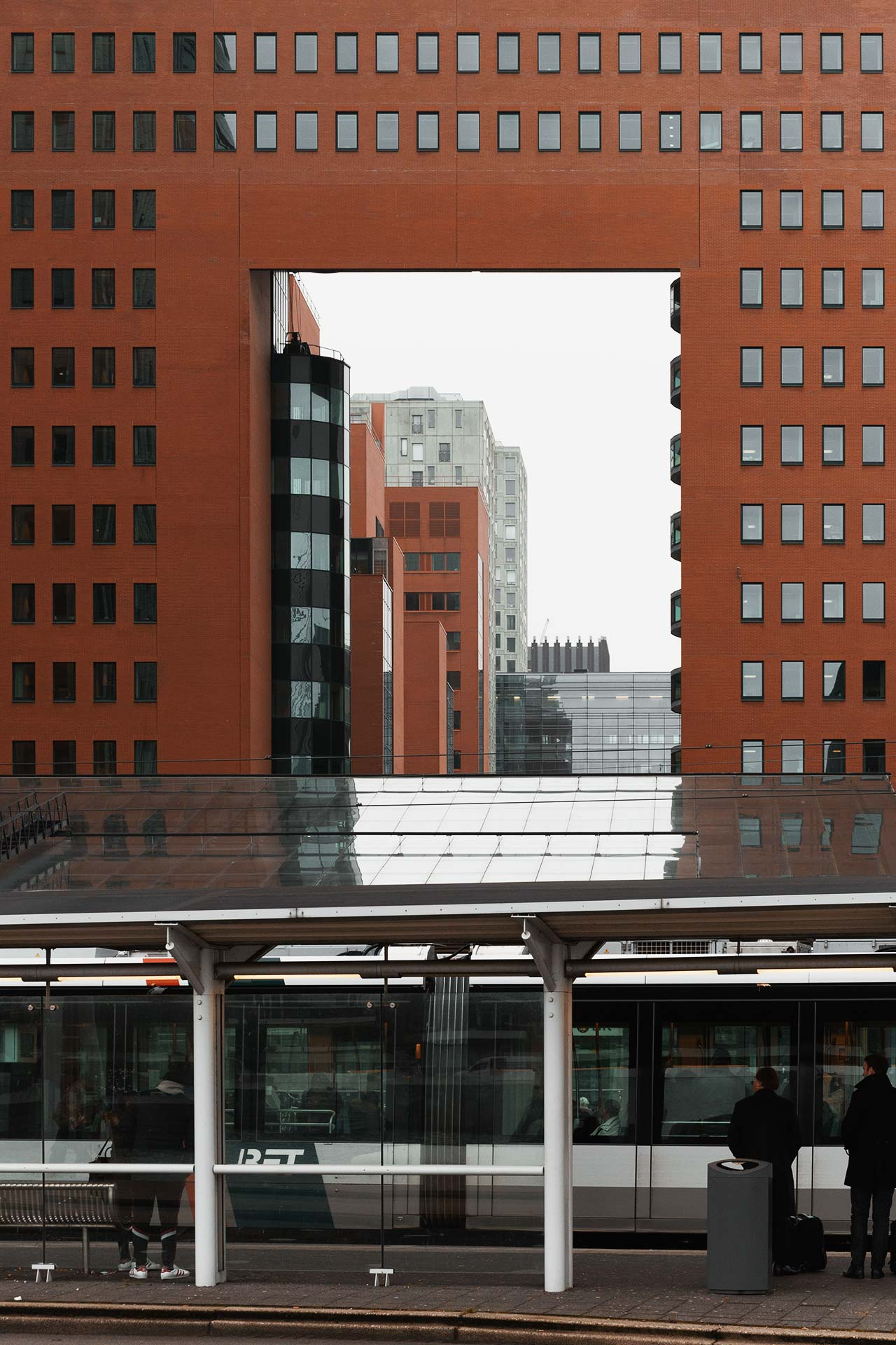 Squaring off your subject allows the frame to place another roll in the over all photography. - Rotterdam, The Netherlands 2017