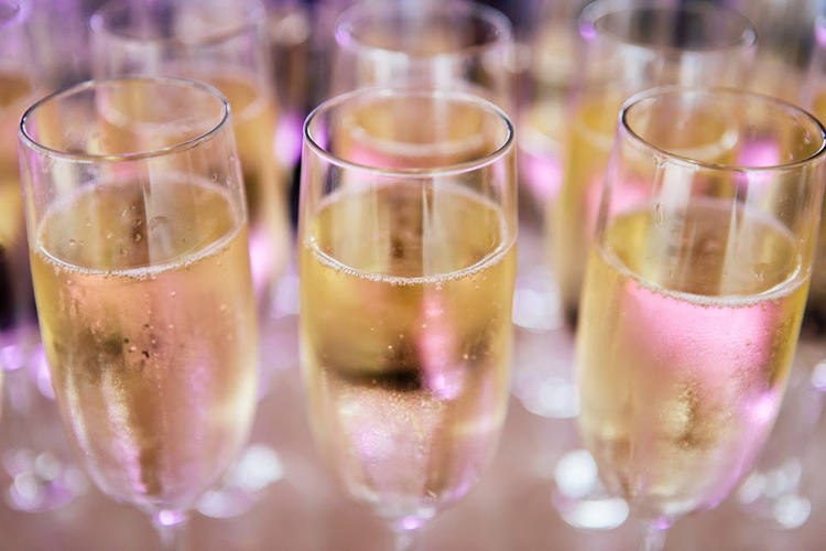 Flowing champagne.