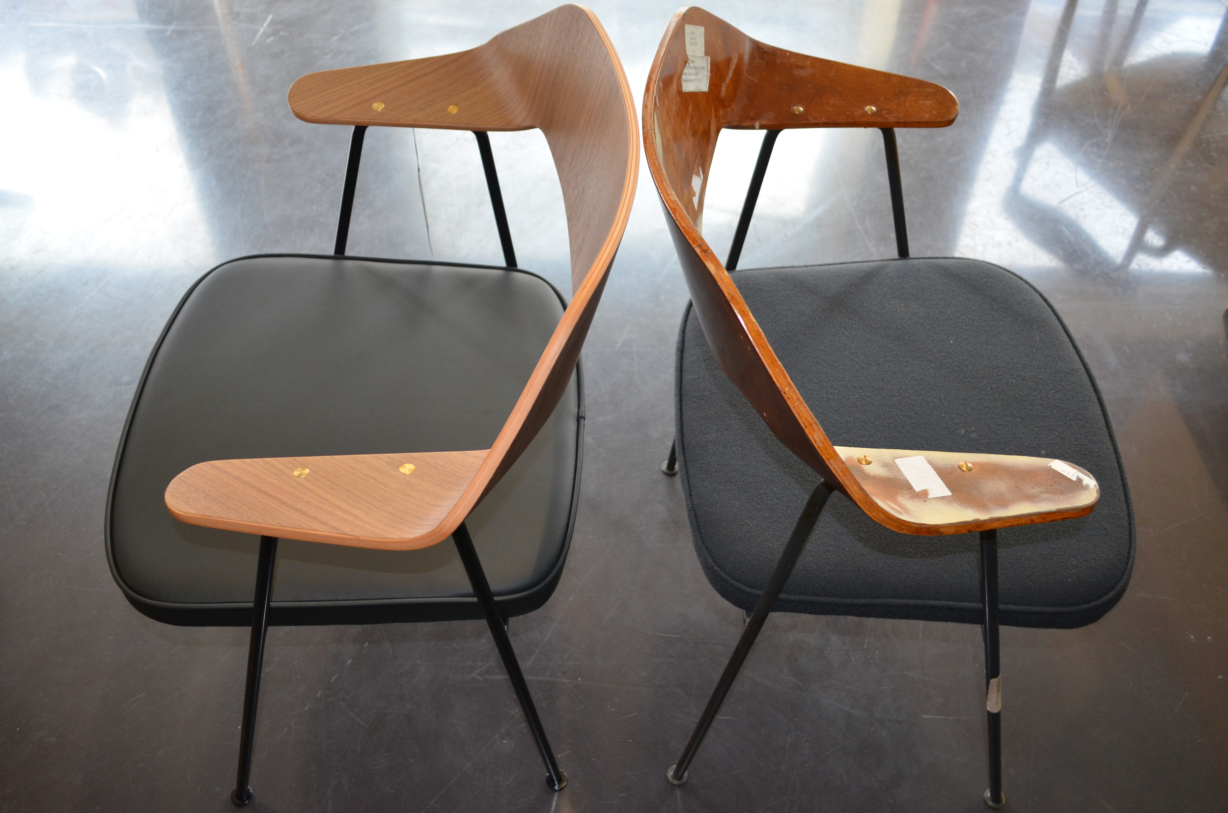 Robin Day-675 Chair_comparison with vintage example