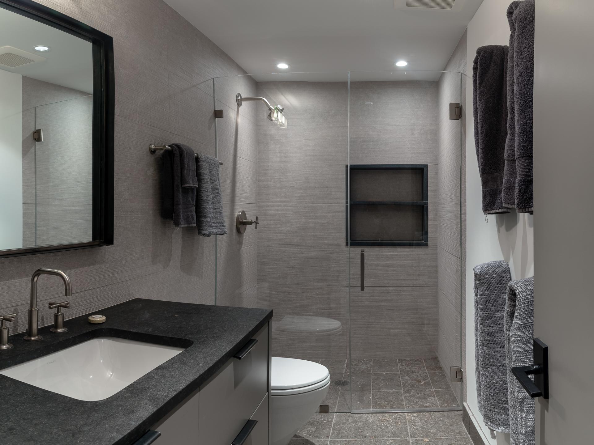 27_Bathroom 3.jpg