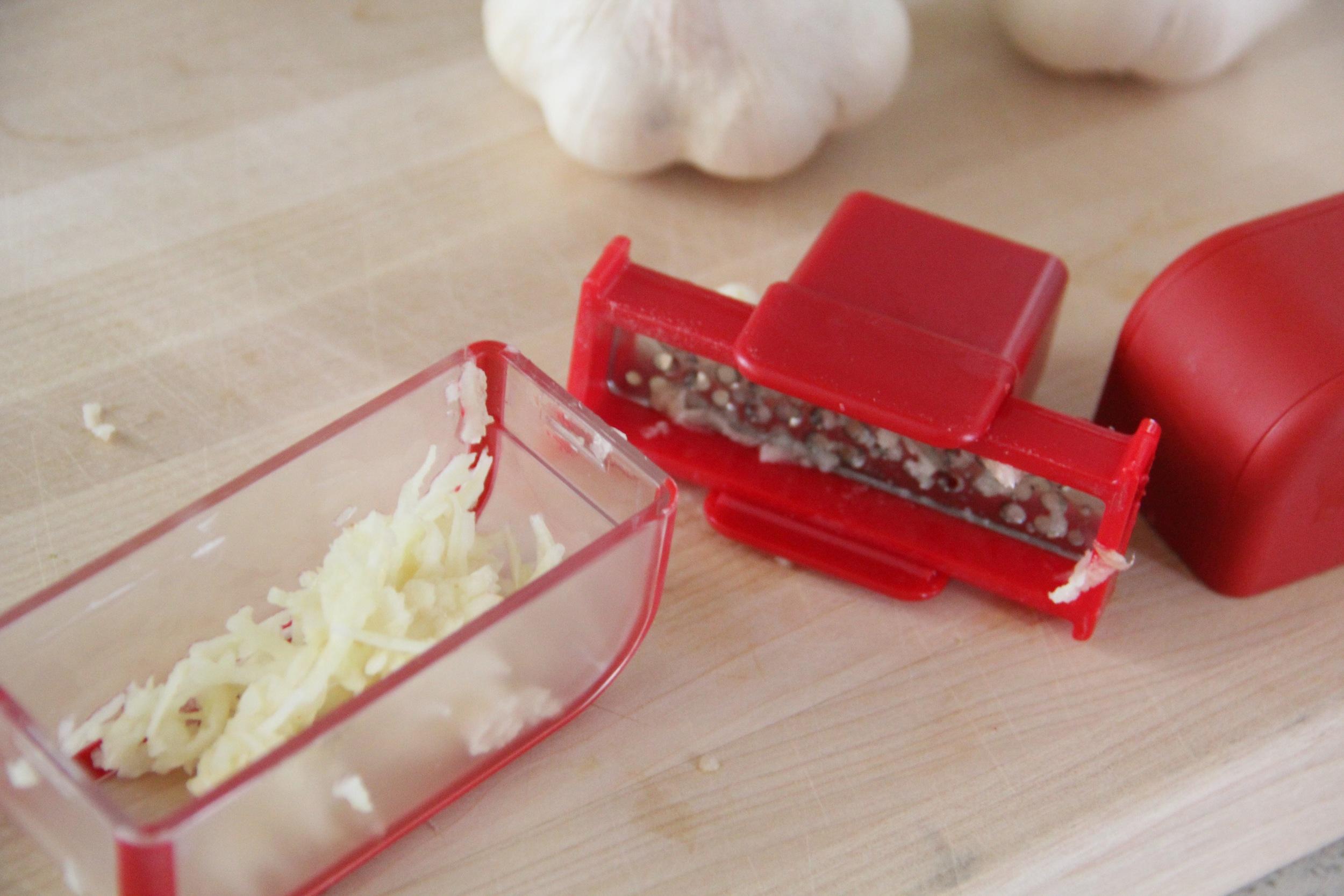 Microplane Garlic Mincer 2.jpg