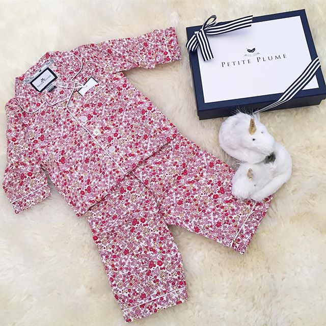 Baby sKr's jammie game is on point🙌🏻❤️ #thingstodo #retailtherapy #stillpregnant #petiteplume #potterybarnkids #babyclothes #toocute #babygirl #pajamaparty