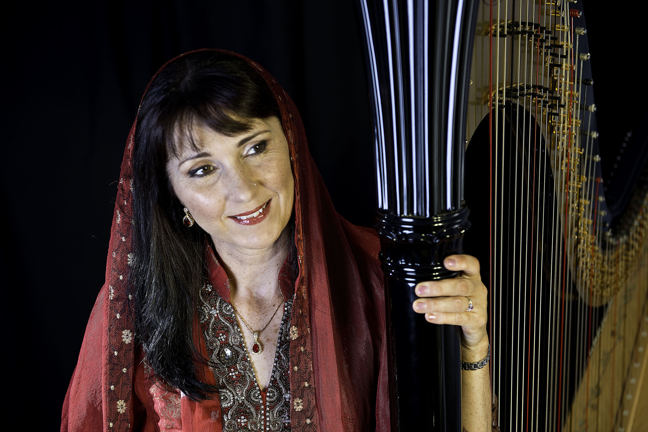 Oona plays at weddings including Asian weddings with a long Bollywood repertoire