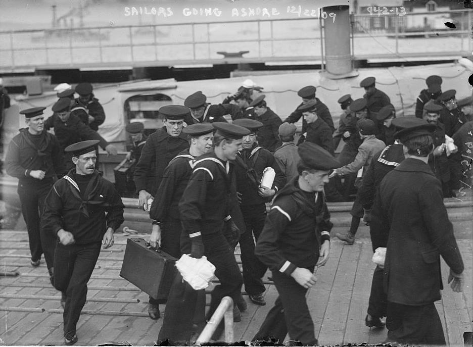Sailors Hurrying Ashore for Christmas Leave, New York. Bain News Service