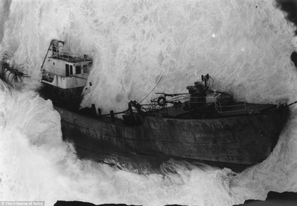 A French trawler called the Jeanne Gougy, a French trawler, ran aground at Land's End on November 3, 1962. It was en route from France to fishing grounds on the southern Irish coast. Twelve men were lost, including the skipper were lost.