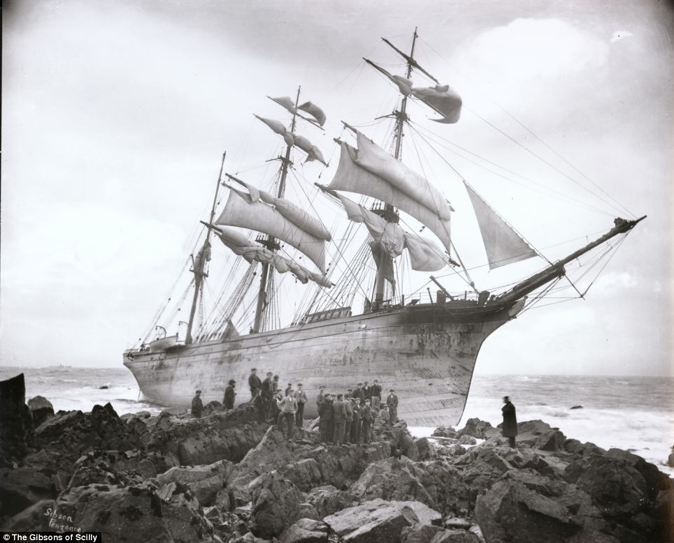 The Glenbervie crashed into the rocks at Lowland Point near Coverack, Cornwall in January 1902. The ship was carrying a consignment of pianos and high quality spirits when it lost its way in a storm. All 16 crewmen were rescued by lifeboat.