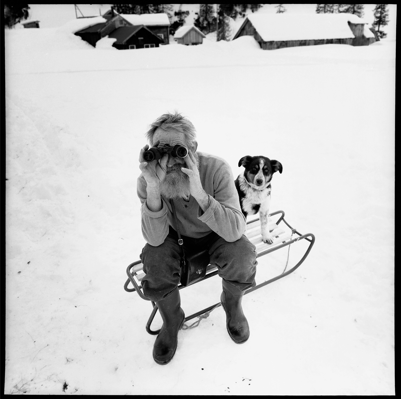 Bergbauer Herger Toni und sein Hund, Urnerboden, 1996 ,  Romano Riedo