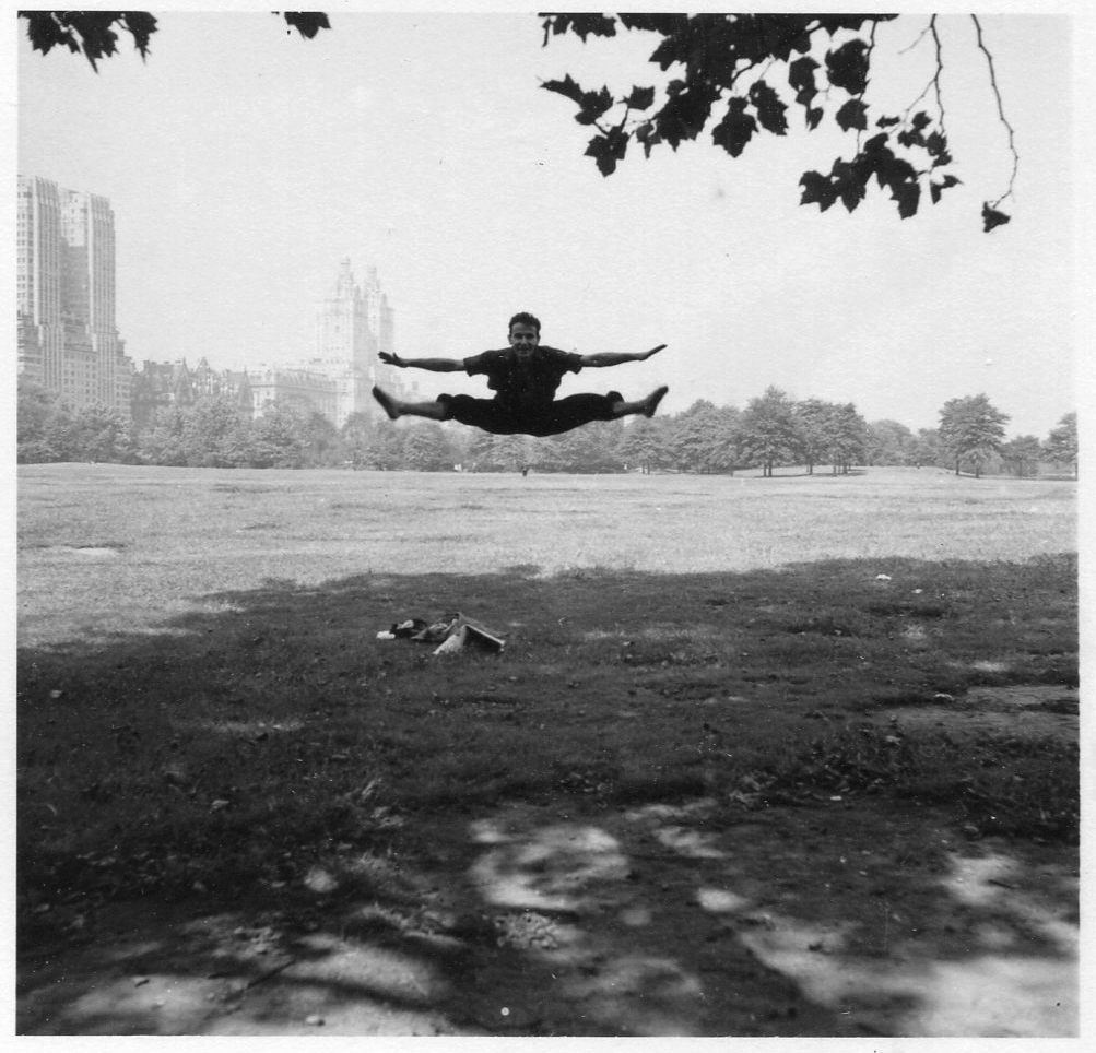 Plate 13. In an unusual instance of split-second timing, Maier captured an acrobat's legs parallel to the Central Park horizon in New York, 1952. (Photograph from the Ron Slattery collection. Courtesy of the Estate of Vivian Maier copyright 2017 The Estate of Vivian Maier. All rights reserved.)