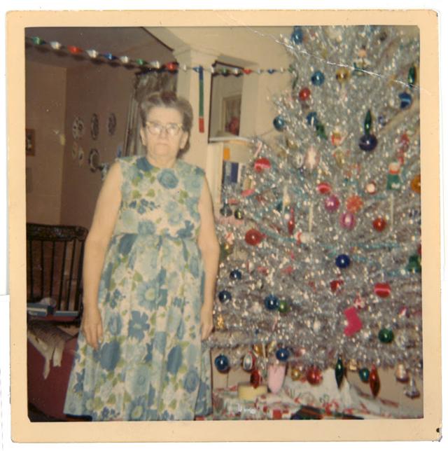 Christmas-tree-mom-16.jpg