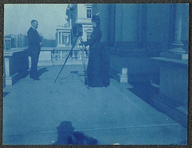 Victorian Women Behind Their Cameras (16).jpg